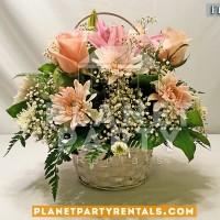 flores con canasta y rosas rosa